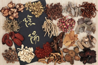 Yin and yang symbols with traditional chinese herbal medicine se
